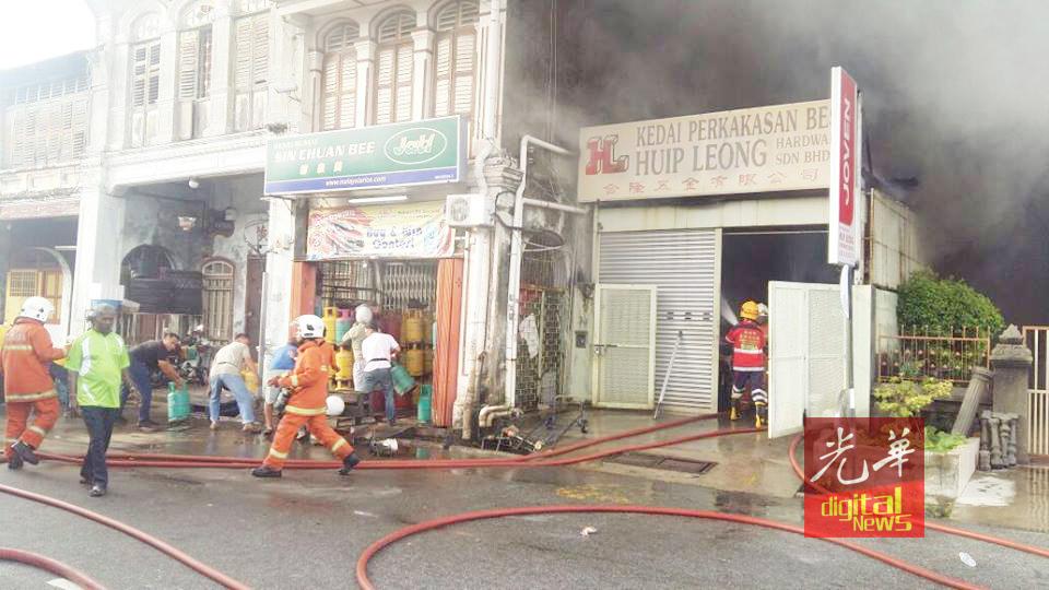 [新聞] 六條路五金店大火毗鄰安老院疏散老人